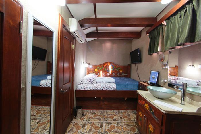 MV Valentina Liveaboard Mexico Cabin
