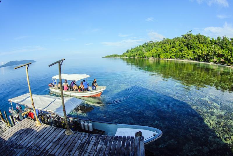 Papua explorers dive resort raja ampat indonesia - Raja ampat explorers dive resort ...