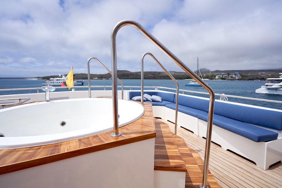 calipso sun deck