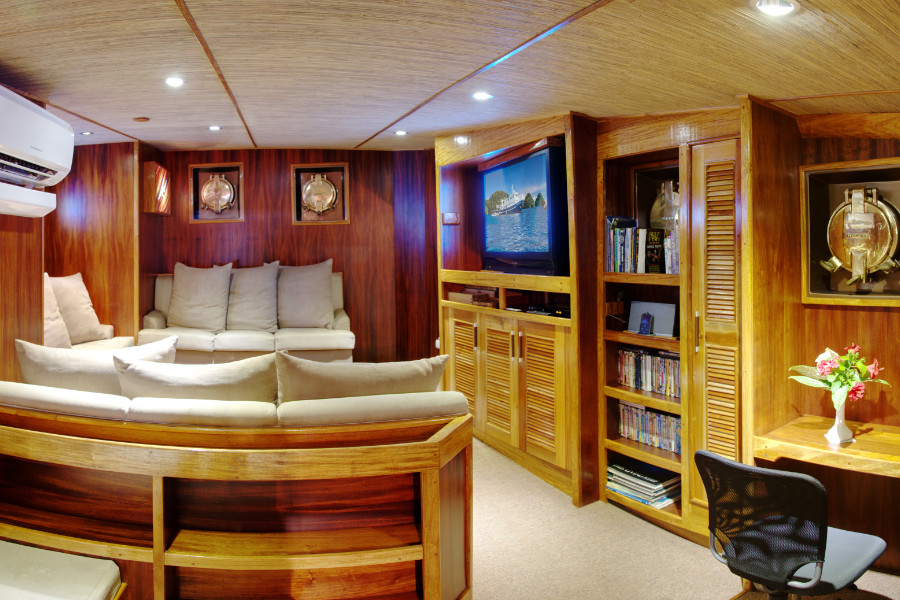 Ocean Hunter III Lounge