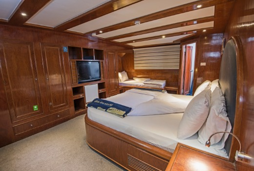 Blue Fin's King Suite Double Cabin