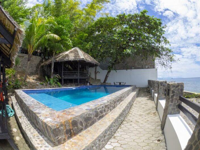 Blue Ribbon Dive Resort pool