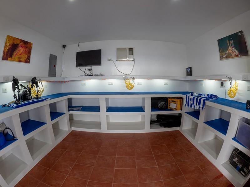 Blue Ribbon Dive Resort camera room