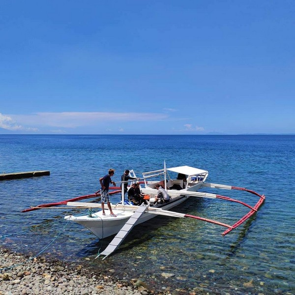 Blue Ribbon Dive Resort boat