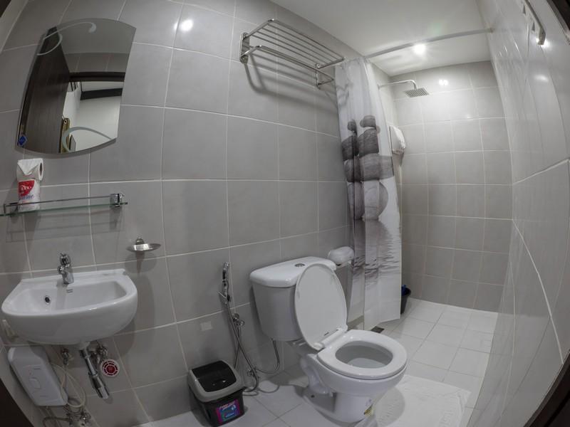 Blue Ribbon Dive Resort bathroom