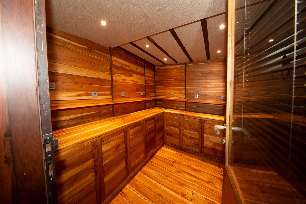 Coralia Liveaboard's camera room