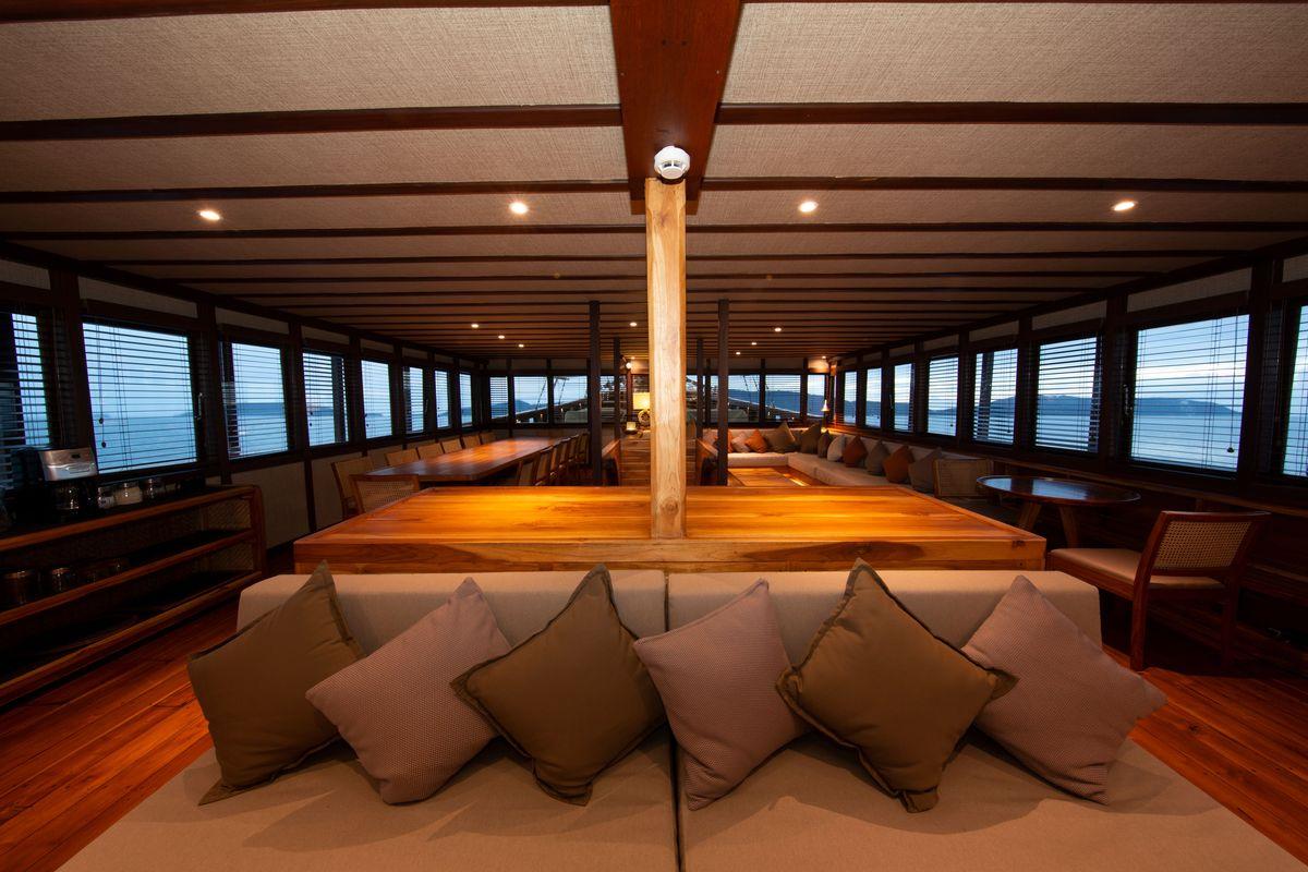 Coralia Liveaboard's lounge & restaurant