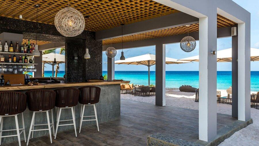 Delfins Beach Resort Bonaire's bar