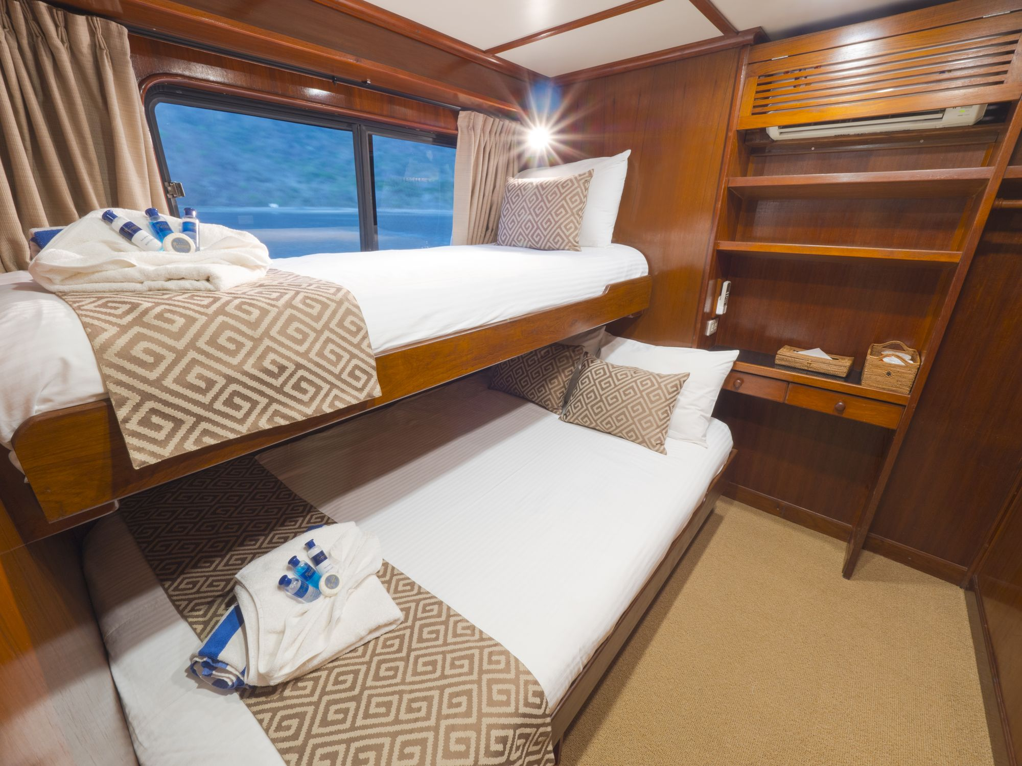 Mermaid II's deluxe twin cabin