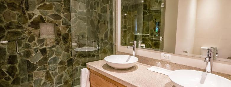 Premier Garden Suite Bathroom