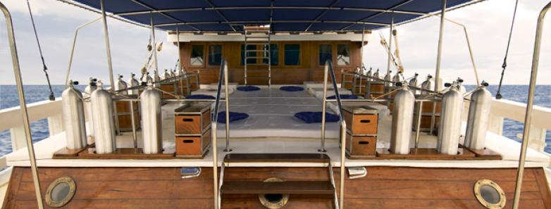 liveaboard dive deck