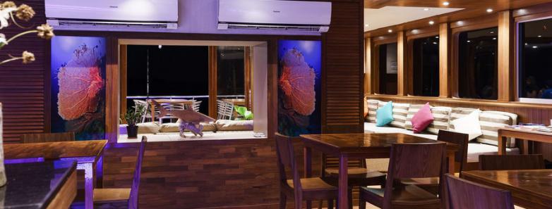 Seafari Explorer 1 Dining Area